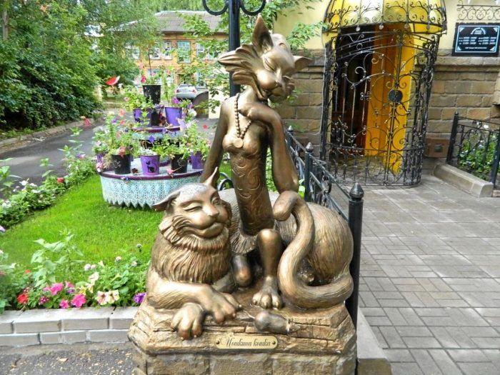 Скульптура Йошкина кошка