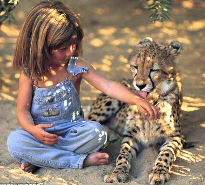 Маленькая девочка-маугли