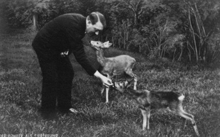 С животными Гитлер