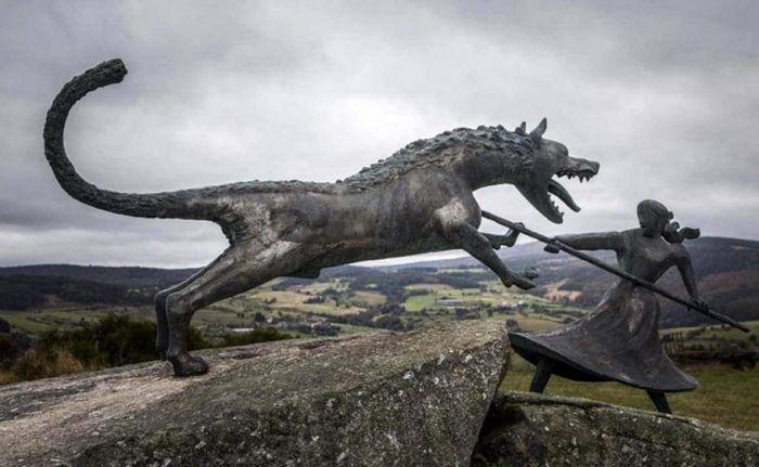 Статуя жеводанского зверя