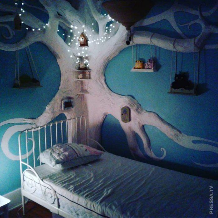 Дерево в спальне